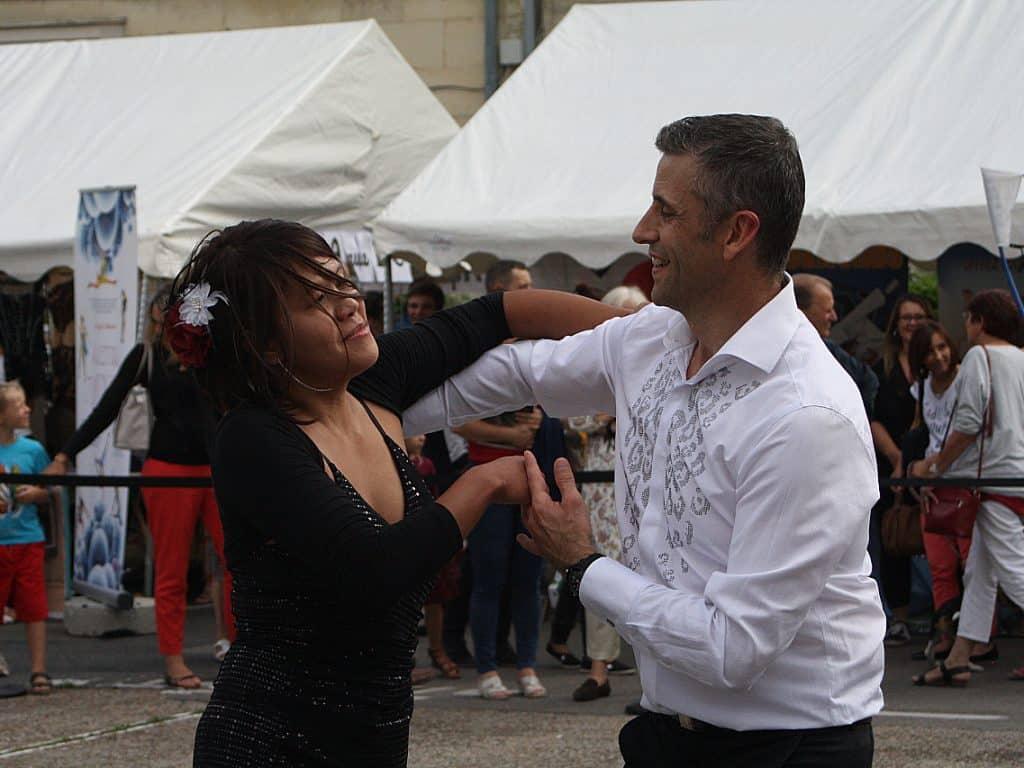 Cyrille Choque et Miriam Angeles de l'école de danse Salsa y Danzas en démonstration de Salsa lors du Forum des Sports et de la Fête des Associations de Compiègne en septembre 2018.